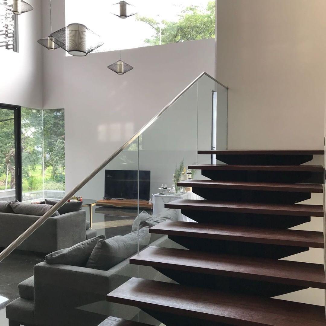 tangga kayu solid jati / merbau